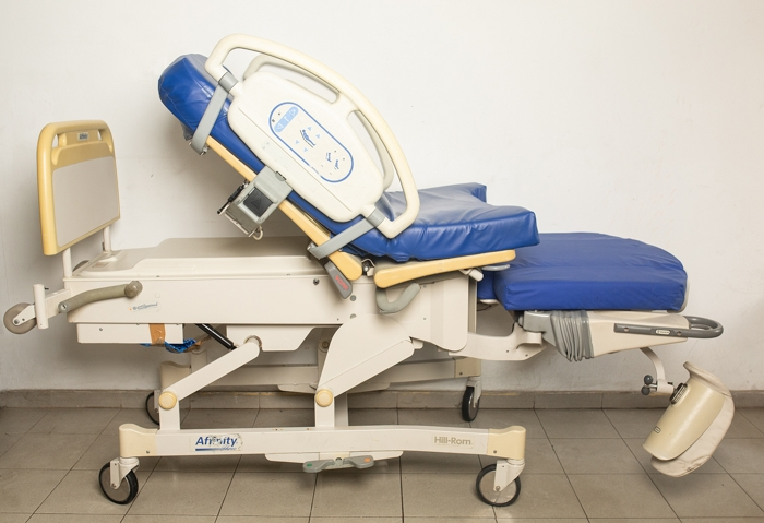 Hill rom Affinity P3700 delivery bed 3